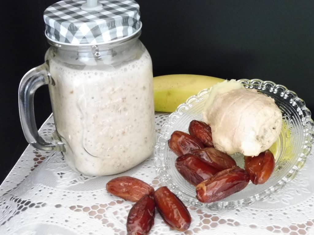 Banana/dates/ginger smoothie